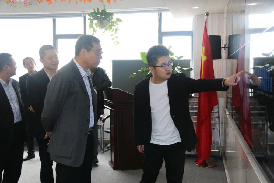 东莞南城街道党委副书记梁寿如一行莅临团贷网调研